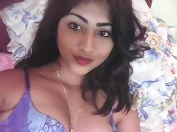 Kaveri Desi Exotic Babe Showing Her Virgin Pussy